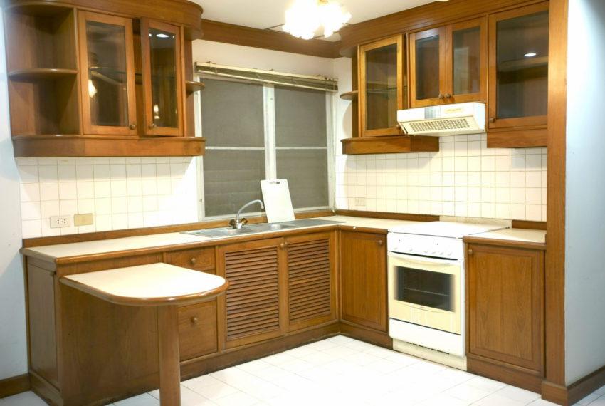 Asoke-Tower-Sale-3-bedroom-mid-floor-kitchen