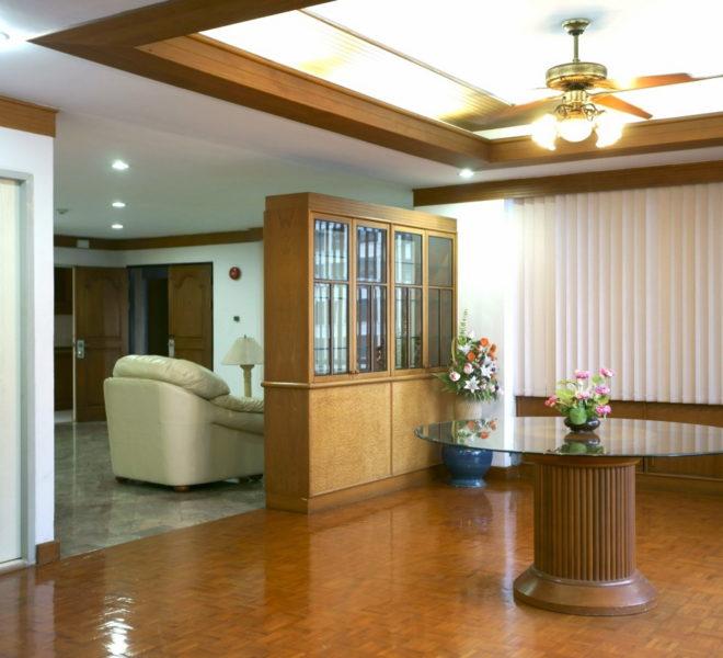 Big apartment for sale in Asoke near University - 3 bedroom - mid floor - Asoke Tower