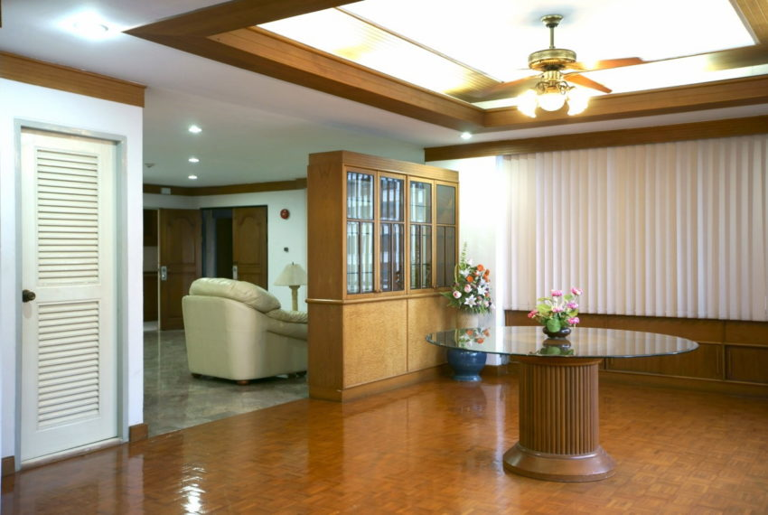 Asoke-Tower-Sale-3-bedroom-mid-floor-living