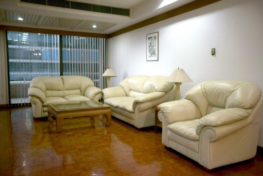 Asoke-Tower-Sale-3-bedroom-mid-floor-living-room2