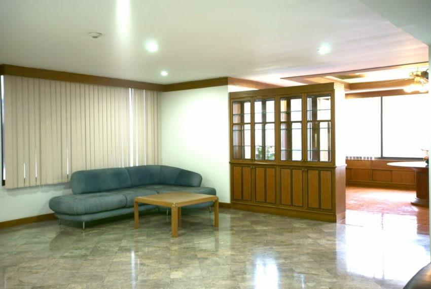 Asoke-Tower-Sale-3-bedroom-mid-floor-living-room3