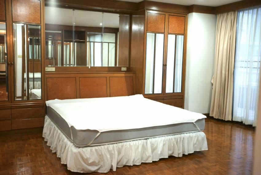 Asoke-Tower-Sale-3-bedroom-mid-floor-master-bedroom