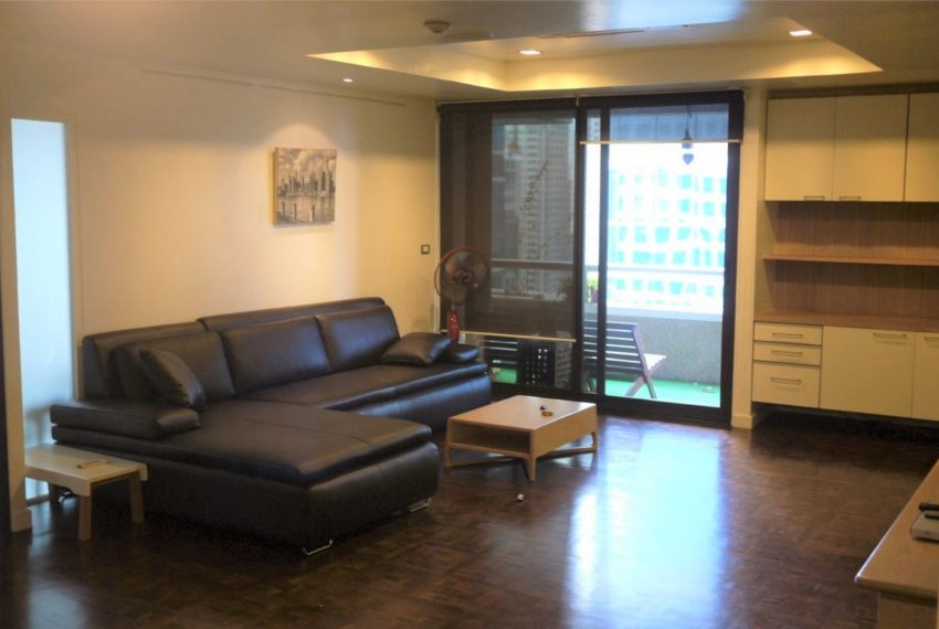 Asoke Tower _Sale_3 beds 2 baths_Living room 2