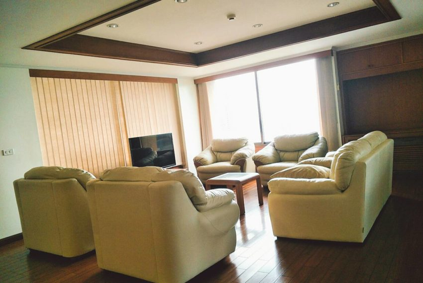 Asoke Tower living room-4