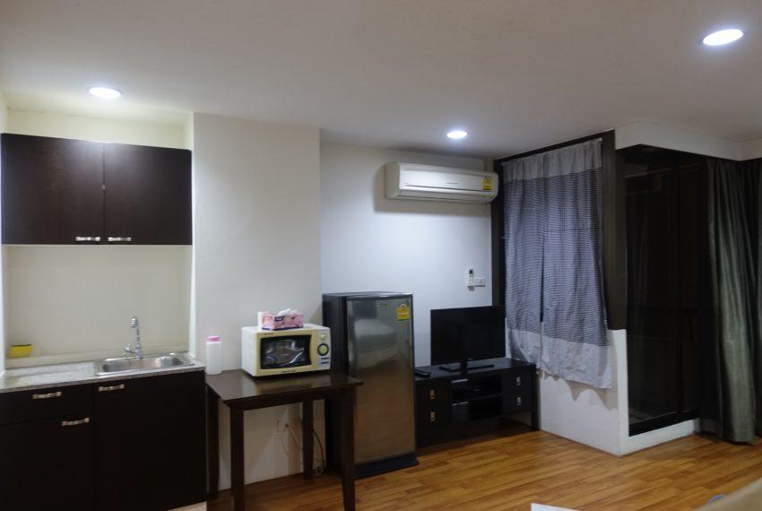 Asoke-Tower-mid-floor-1-bedroom-rent-kitchen