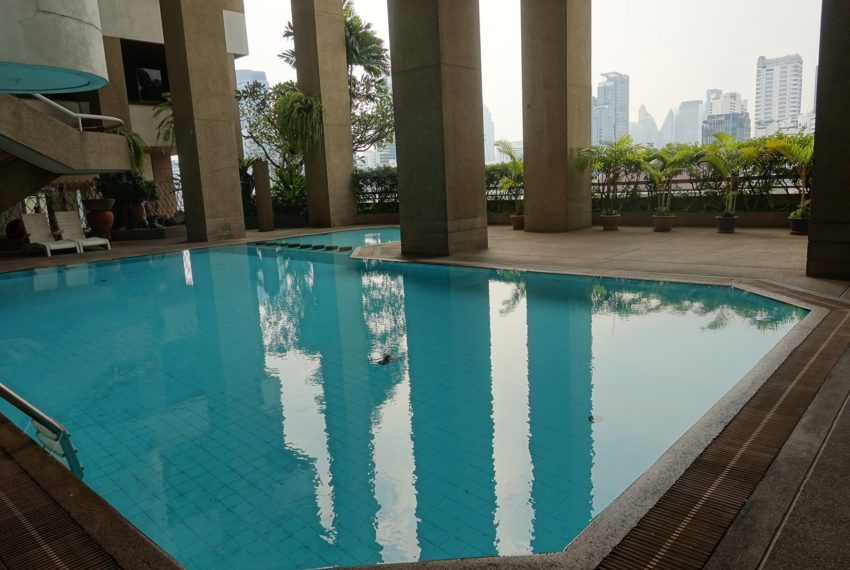 Asoke-Tower-swimming-pool