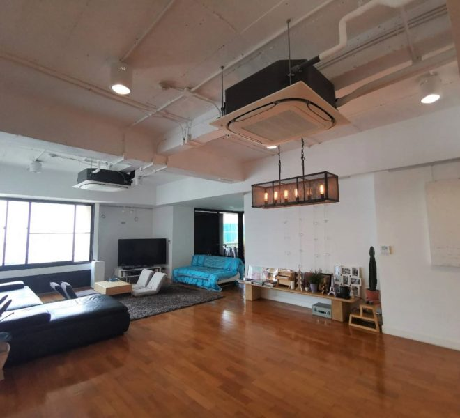 Rental in Asoke Tower 3-Bedroom large and furnished condo - on high floor - recently renovated.