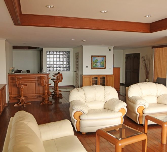 3-bedroom Condo Big Rooms In Asoke Tower for Sale - on high floor