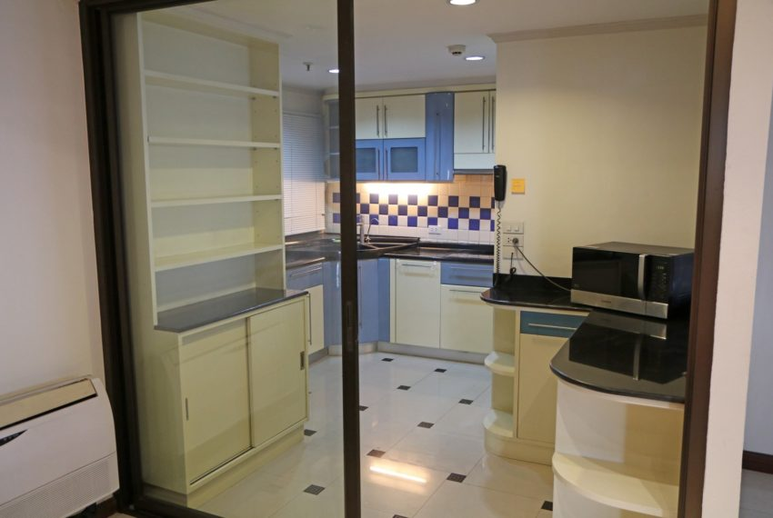 Asoke-Towers-3-bedroom-high-floor-sale-kitchen