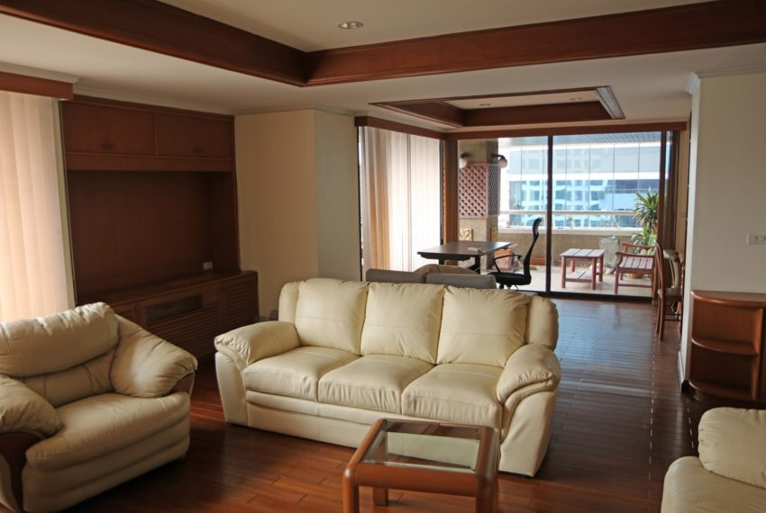 Asoke-Towers-3-bedroom-high-floor-sale-living
