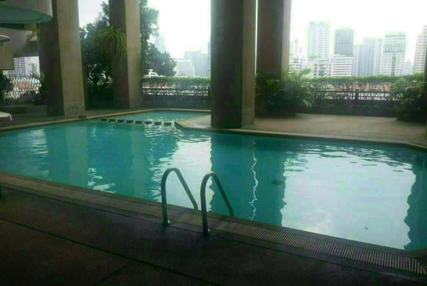 Asoke-Towers-pool