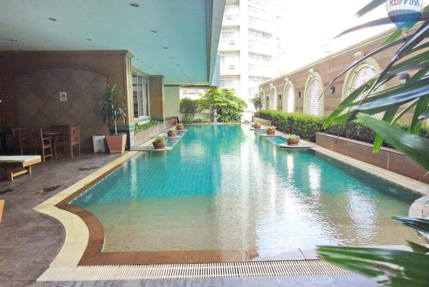 Asoke-place-condo-swimming-pool-03