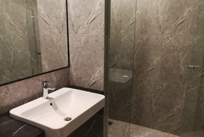 Aston_Asoke-1b1b-Bathroom1