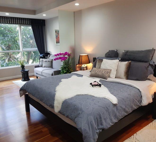 Large condo for sale near Ekamai BTS - premium furniture - pool view - 2 bedroom - Avenue 61 condominium