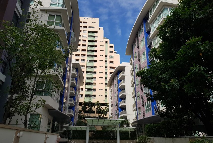 Avenue 61 low rise condominium - 2 buildings