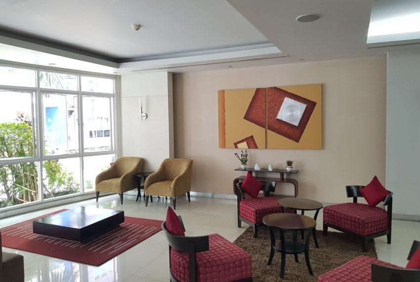 Avenue 61 low rise condominium - lobby