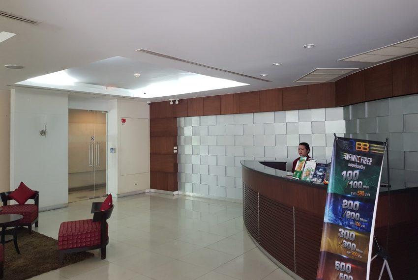 Avenue 61 low rise condominium - reception