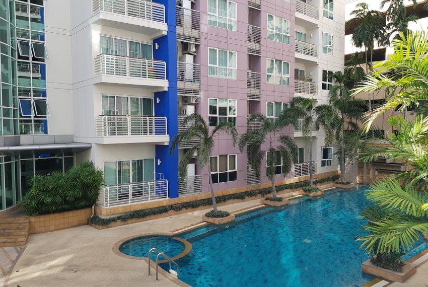 Avenue 61 low rise condominium - relax and swimming area