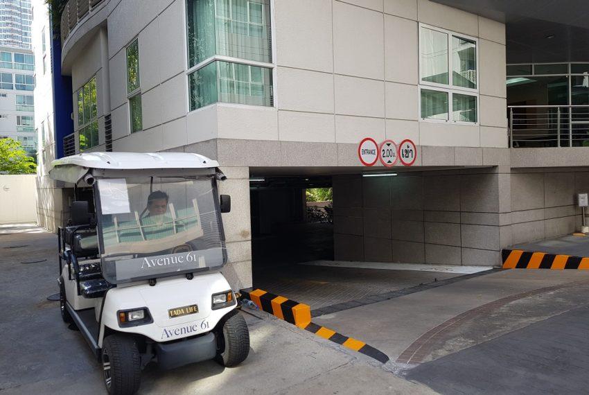Avenue 61 low rise condominium - shuttle bus