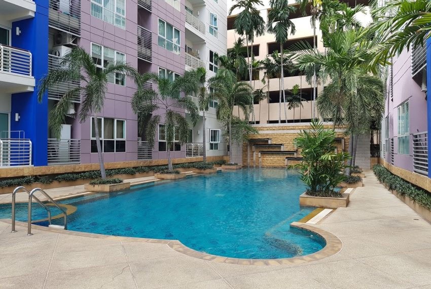 Avenue 61 low rise condominium - swimming pool