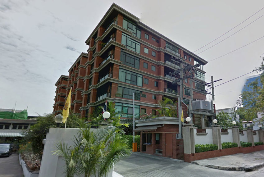 Baan Ananda Sukhumvit 61 - street view