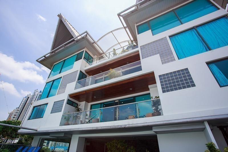 Baan Saraan Sukhumvit 31 - building