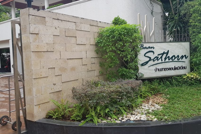 Baan Sathorn condominium - gate