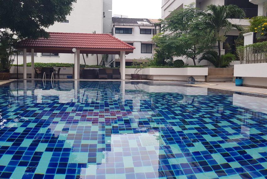 Baan Sathorn condominium - pool