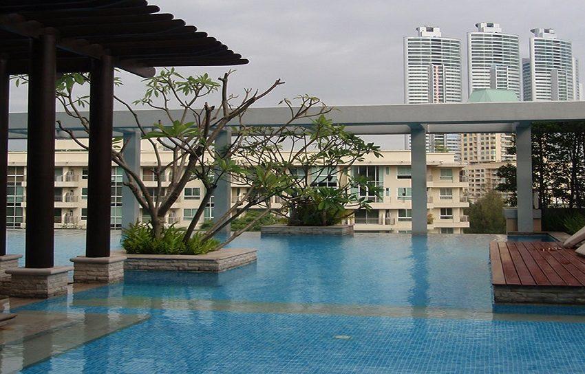 Baan Siri 24 condominium near BTS Phrom Phong - pool