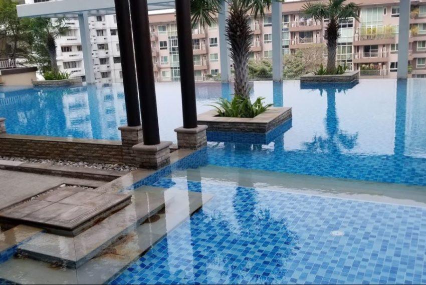 Baan Siri 24 condominium near BTS Phrom Phong - swimming pool