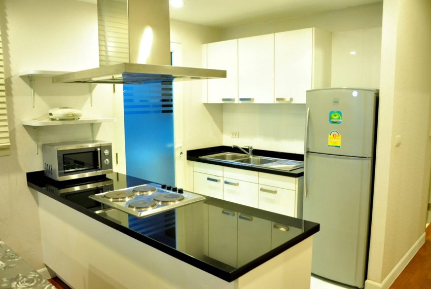 Baan Siri 31 Asok Phrompong Condominium - equipped kitchen