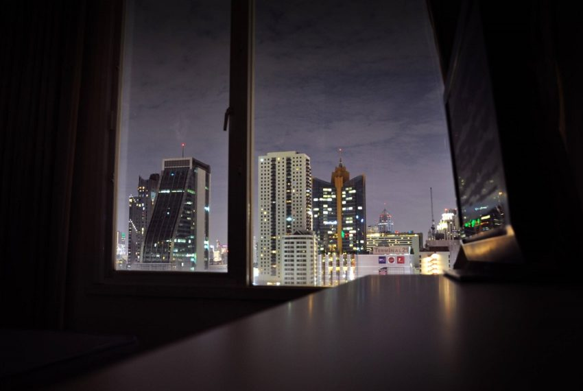 Baan Siri 31 Asok Phrompong Condominium - view from bed