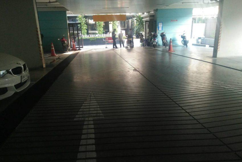 Baan Siri Sukhumvit 10 - entrance