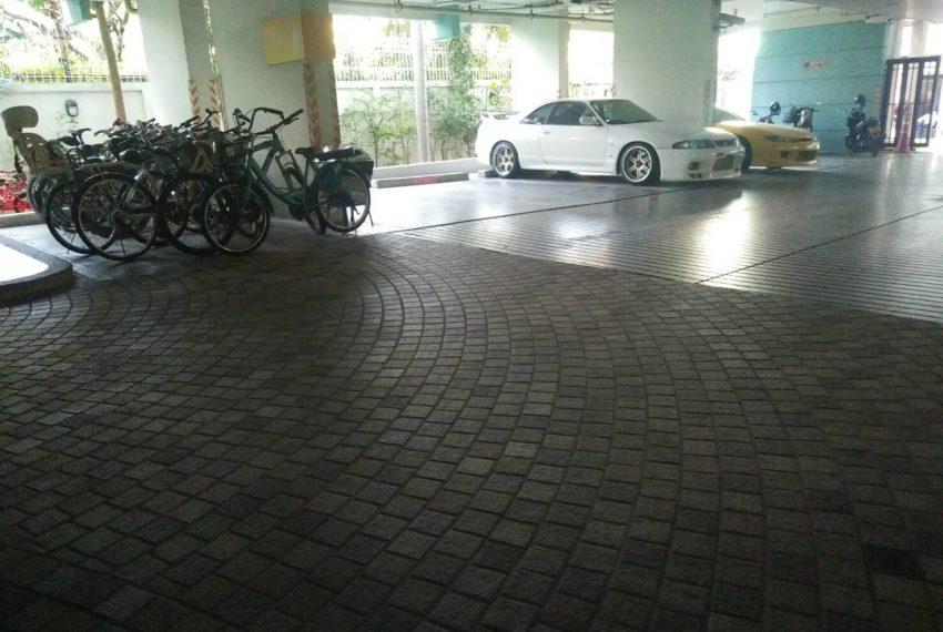 Baan Siri Sukhumvit 10 - parking