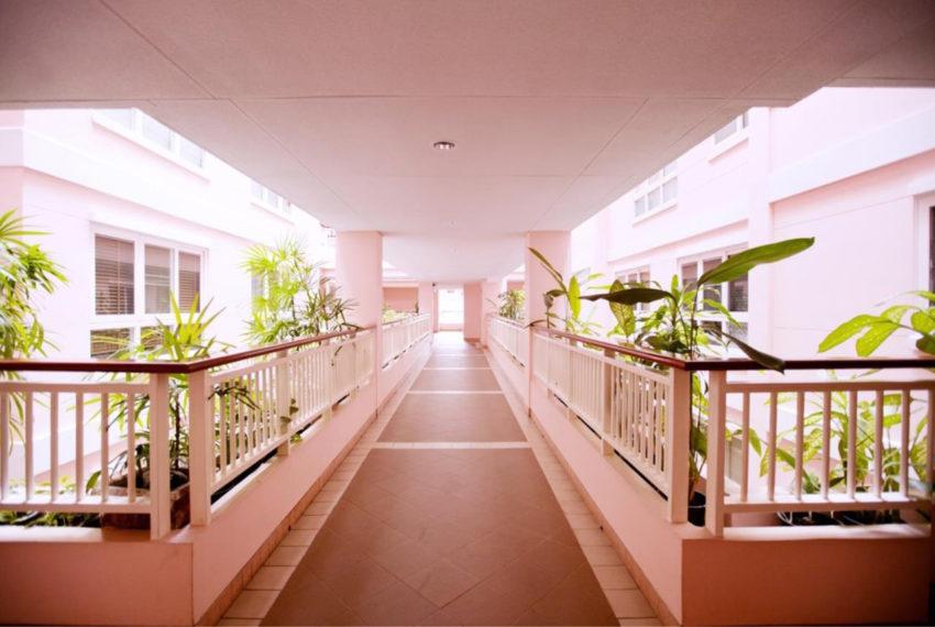 Baan Siri Sukhumvit 13 condominium - corridor