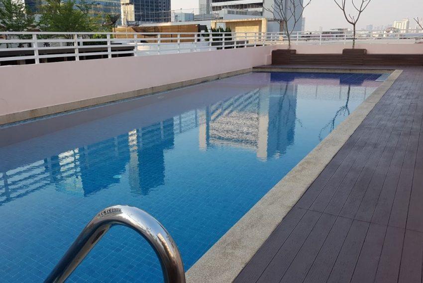 Baan Siri Sukhumvit 13 condominium - swimming