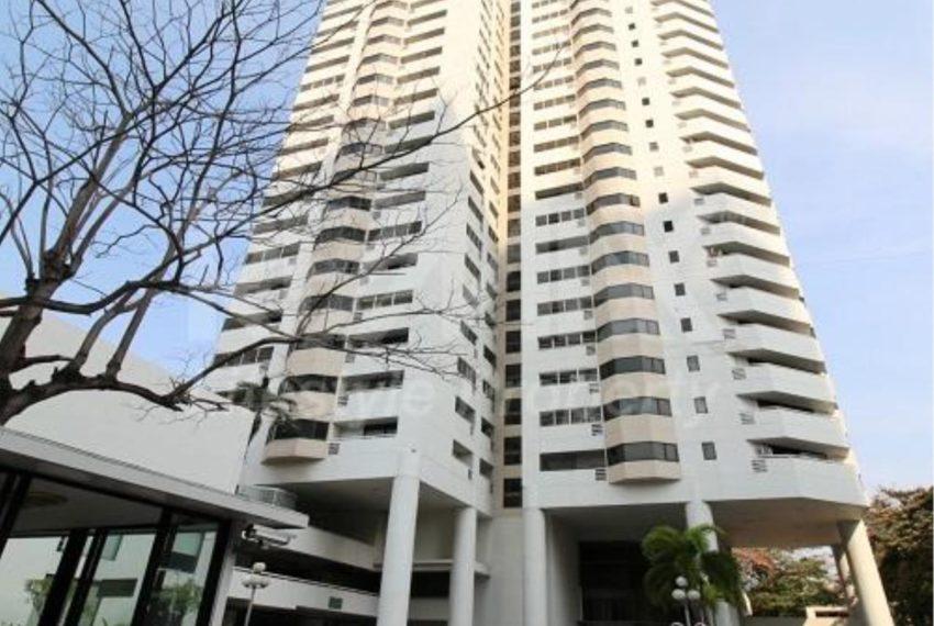 Baan Suanpetch Sukhumvit 39 - building