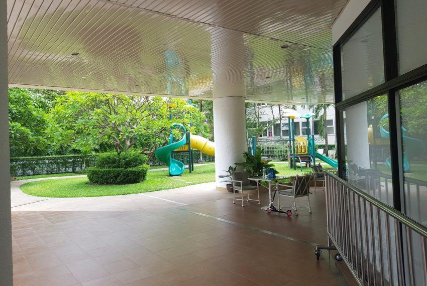 Baan Suanpetch condo in Sukhumvit 39 - public area