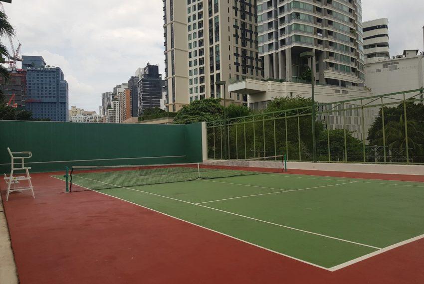 Baan Suanpetch condo in Sukhumvit 39 - tennis court