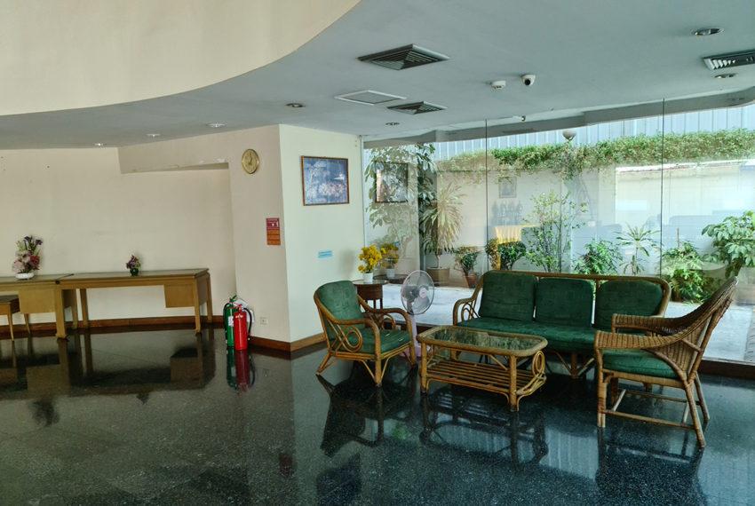 Baan Suksan Bangkok condo Sukhumvit 23 - entrance