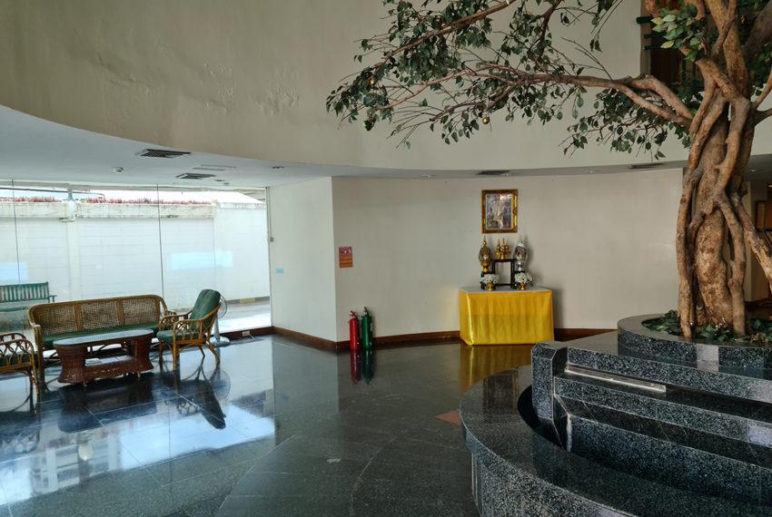Baan Suksan Bangkok condo Sukhumvit 23 - lobby area