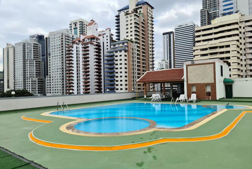 Baan Suksan Bangkok condo Sukhumvit 23 - roof pool