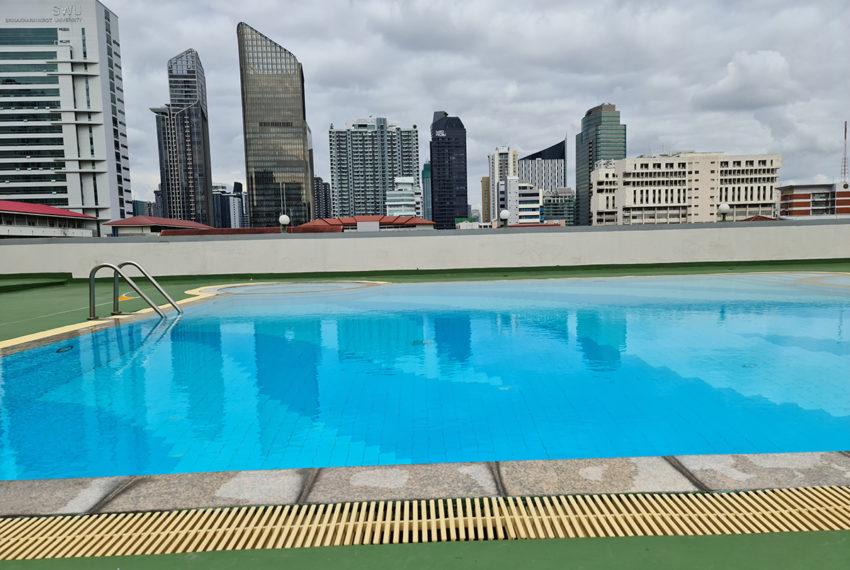 Baan Suksan Bangkok condo Sukhumvit 23 - swimming pool roof