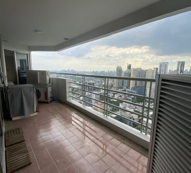 Condo on a very high floor for sale - 2-bedroom - renovated - Waterford Diamond