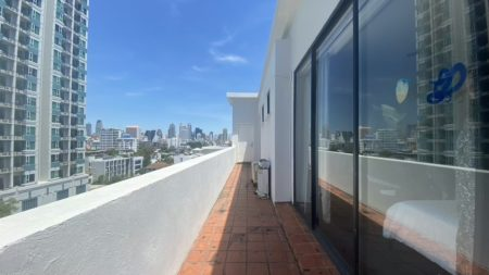 Large apartment with large balconies - penthouse-duplex in Thonglor Bangkok - 3-bedroom - Icon II