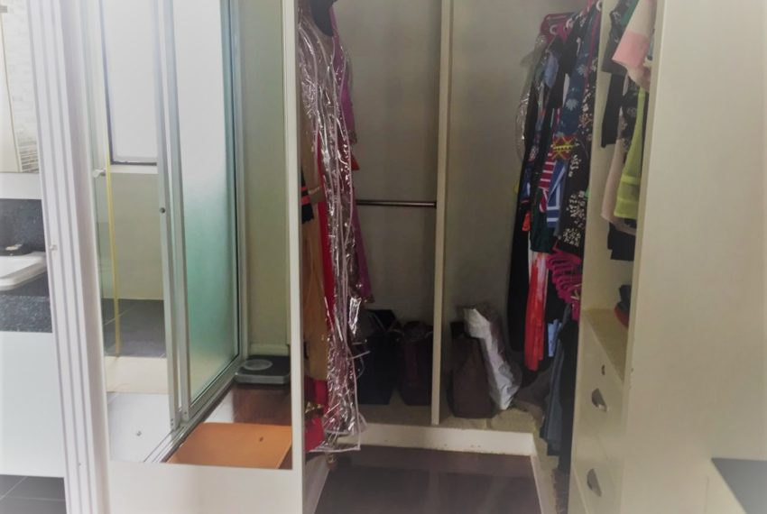Ban Phrompong built-in cupboard