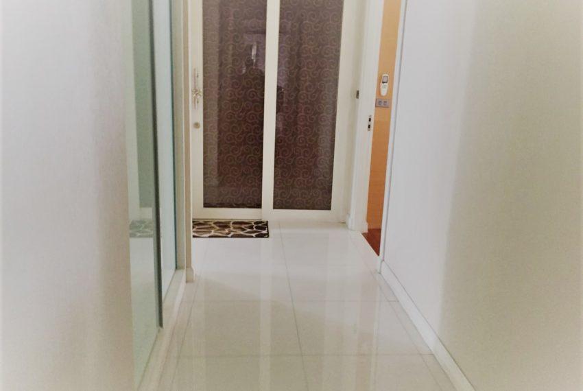 Ban Phrompong corridor