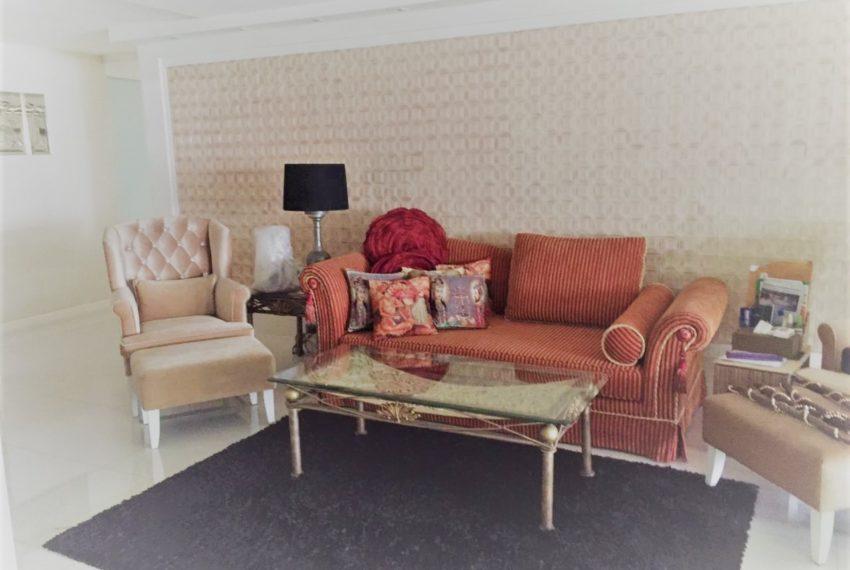 Ban Phrompong living room 02