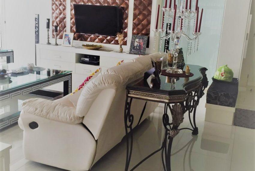 Ban Phrompong living room 04
