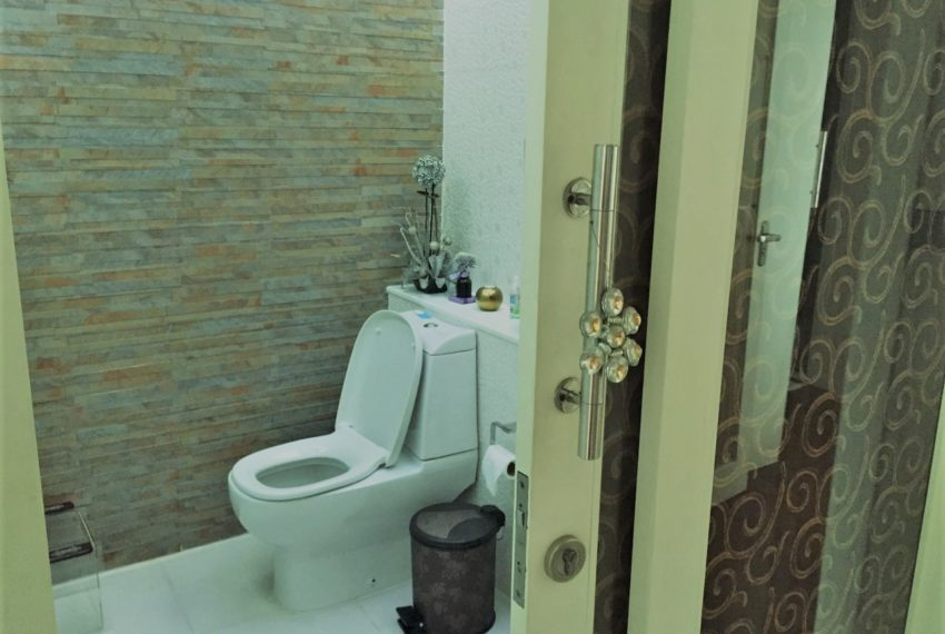 Ban Phrompong toilet 01